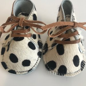 NEW BORN BABYBOOTIE NANNE COGNAC FURRY DALMATION PRINT